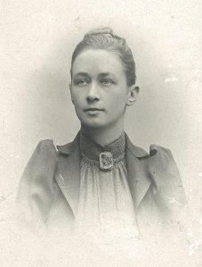 -Hilma_af_Klint,_portrait_photograph_published_in_1901